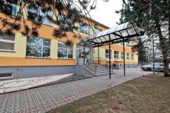 Wejście do budynku przedszkola.